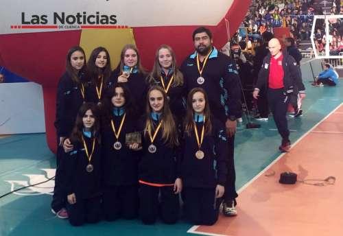 Las chicas del Club Voleibol Iniesta, terceras en la Copa de España