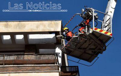 Un herido leve al desprenderse una cornisa en la calle San Esteban