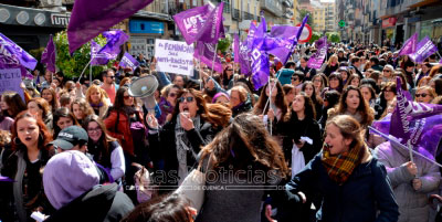 Carretería se tiñe de violeta por el 8-M