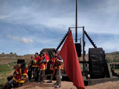 Instalan el trabuco de contrapeso más grande del mundo en Belmonte