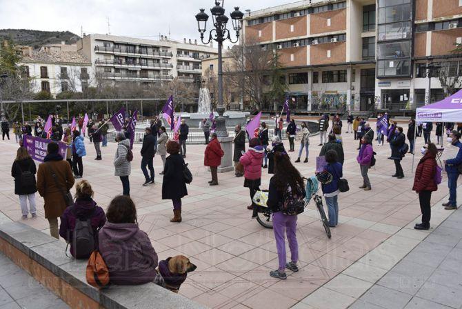 (Vídeo) Una concentración simbólica para defender los derechos de la mujer