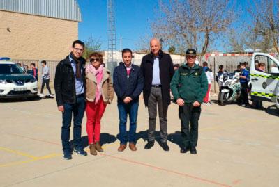 El IES Cañada de la Encina de Iniesta acoge una exhibición de la Guardia Civil