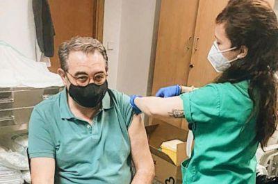 El consejero de Sanidad, primer miembro del Gobierno regional vacunado contra la Covid