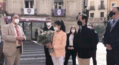 (VÍDEO) Ofrenda floral de la Hermandad de Jesús Resucitado por los nazarenos fallecidos