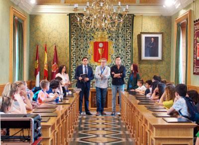 El salón de plenos recibe a los alumnos del proyecto Erasmus + Euroknitters