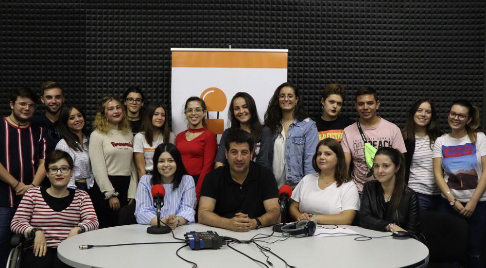 Estudiantes de las diez promociones de Periodismo celebran el Día de la Radio