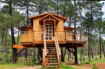 Los Barrancos amplía este verano su oferta con una cabaña-árbol