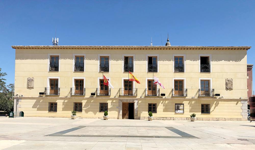 El Ayuntamiento de Tarancón luce de azul por el Día Internacional de la Enfermería