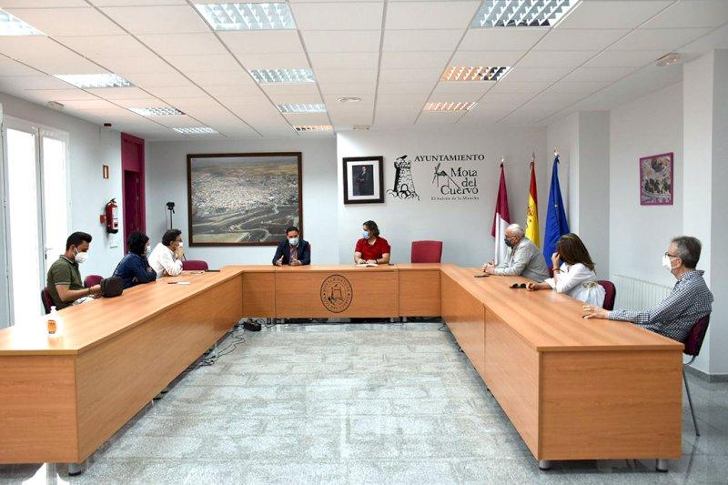 Un momento de la reunión mantenida en el ayuntamiento moteño. Foto: Diputación de Cuenca