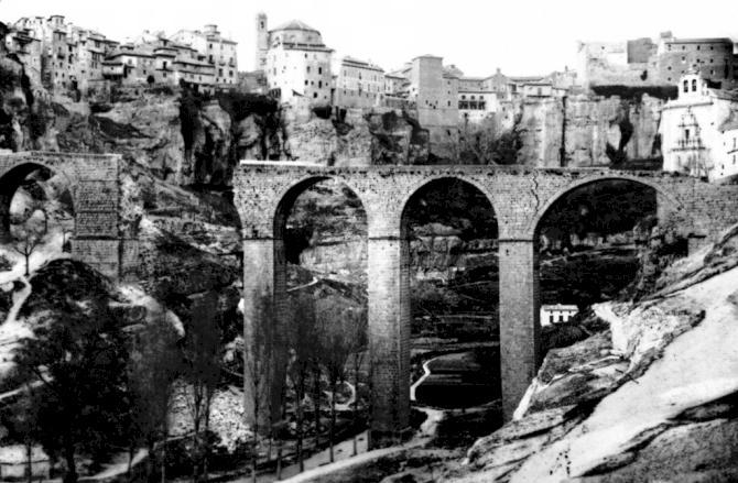 Analogías entre la caída del muro y el primer derrumbe del antiguo puente de San Pablo