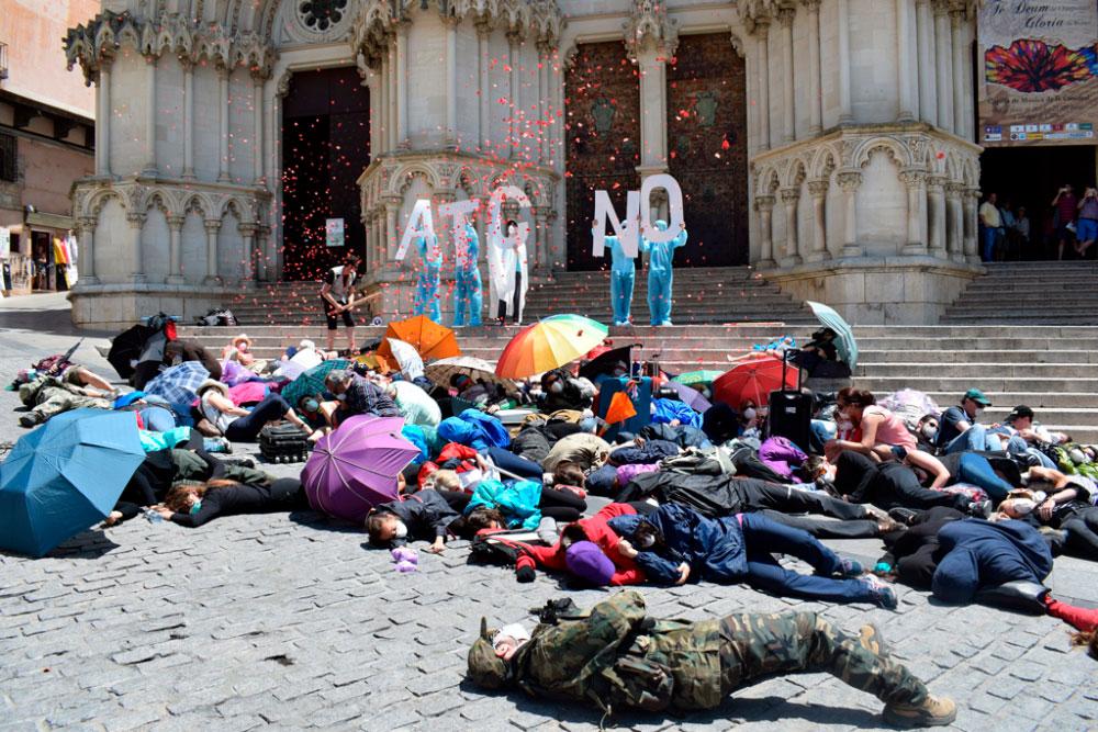 La muerte dramatizada de Cuenca cierra la campaña social de La Fuga contra el ATC