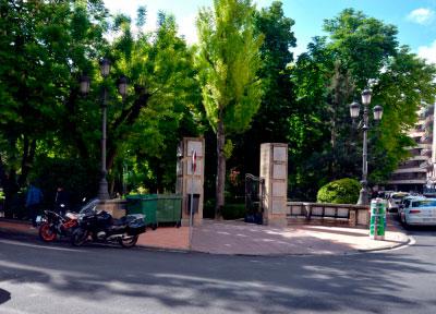 """El GMS considera """"escandaloso"""" gastar 375.000 euros en tirar las verjas del parque San Julián"""