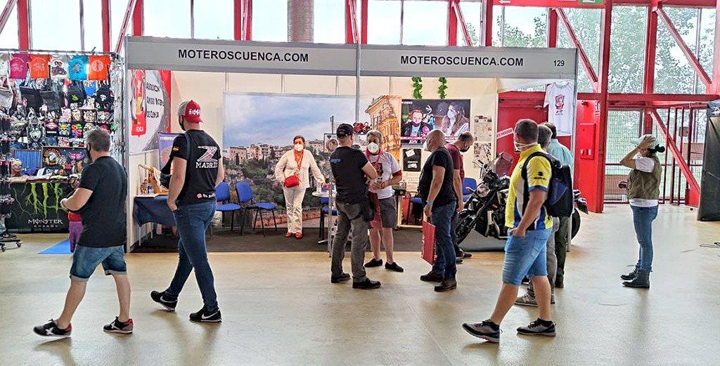 Más de 3.500 personas pasan por el stand de los Amigos Moteros de Cuenca en Motorama