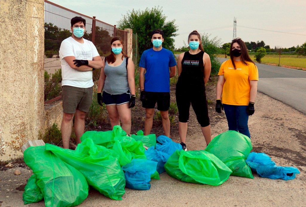 JJSS recoge 100 kilos de basura en su primera batida de limpieza
