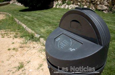 El Ayuntamiento instala papeleras dispensadoras de bolsas para excrementos caninos