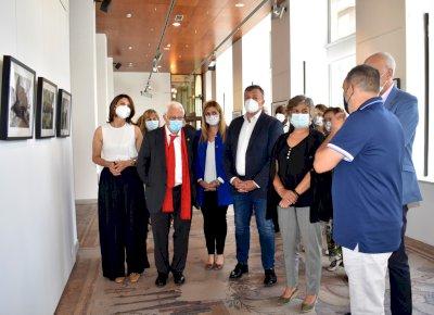 El Padre Ángel inaugura en Cuenca la exposición 'Afrincados'