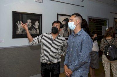 'Caras, almas y dramas', la exposición de Guillermo Román en el Centro Joven