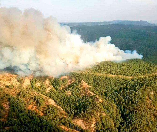 Estabilizado el incendio en Carrascosa, que pudo haber originado un rayo