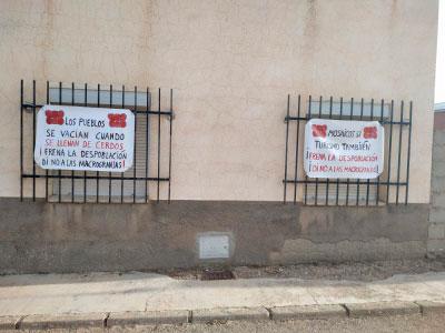Pancartas en Villar de Domingo García y Noheda para frenar la macrogranja