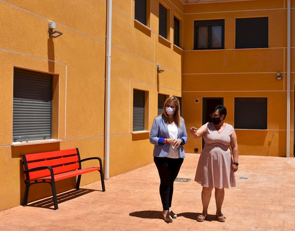 Junta y Ayuntamiento de La Almarcha colaboran para adecuar la vivienda de mayores