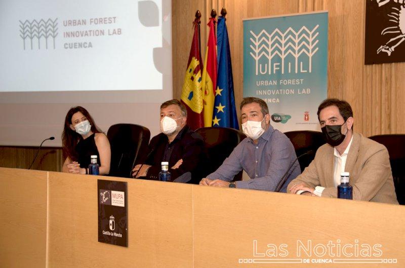 Autoridades presentes en el acto del MUPA.