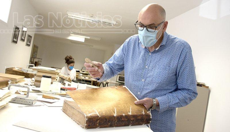 Mariano Caballero, el sanador de los libros enfermos