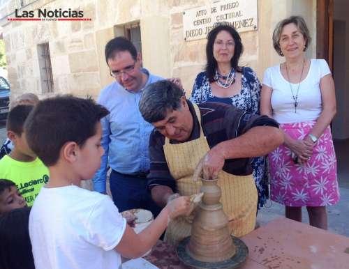 Priego rememora su tradición alfarera en  unas jornadas con los pequeños como protagonistas
