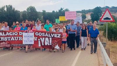 Marcha reivindicativa para pedir la restauración del Palacio de los Gosálvez