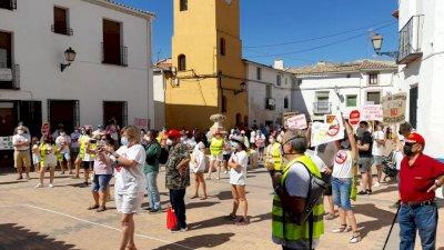 Protesta en Tinajas y Gascueña contra el proyecto de la macrogranja porcina