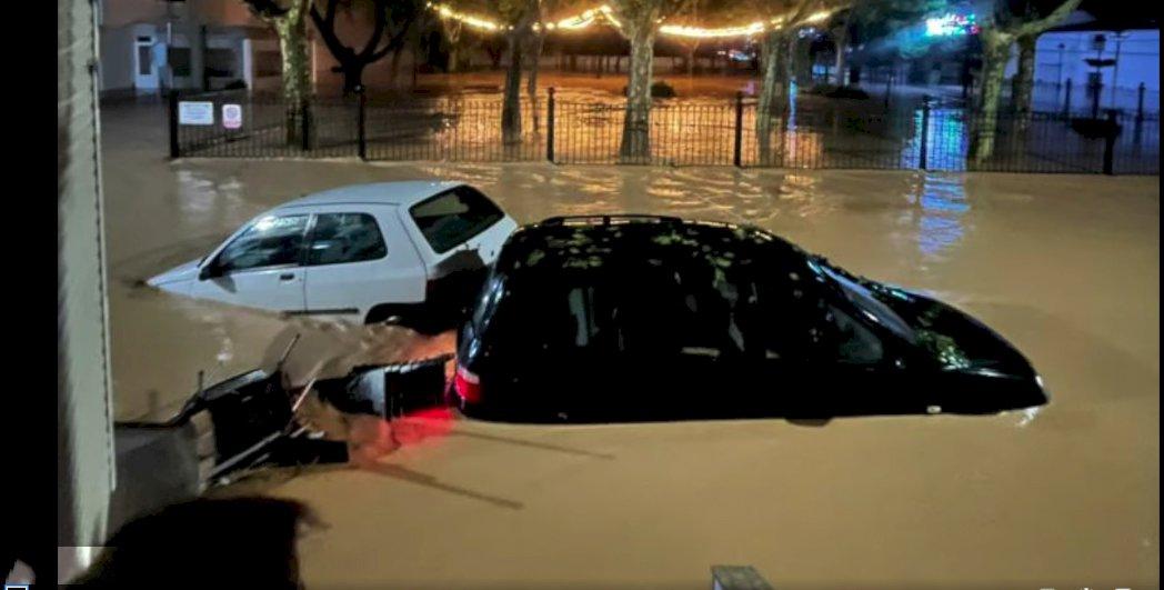 Desalojan a vecinos de Iniesta tras una tormenta de agua y granizo