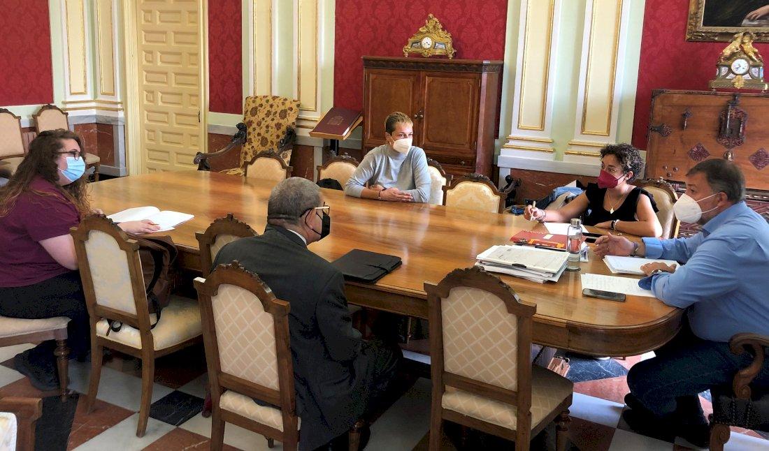 Reunión entre el alcalde y la nueva Directiva de los vecinos de San Antón