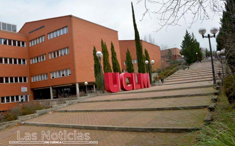 La unidad móvil de vacunación contra la Covid, en el campus de Cuenca este miércoles