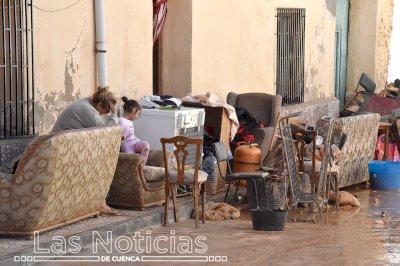 Los vecinos de Iniesta se vuelcan en las tareas de limpieza