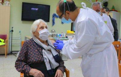 Castilla-La Mancha vacunará con tercera dosis a mayores en residencias en tres semanas