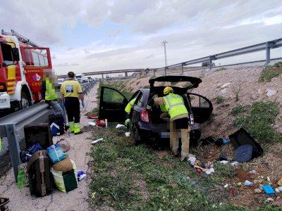 Bomberos rescatan a una persona tras un accidente en el término de Villarrubio