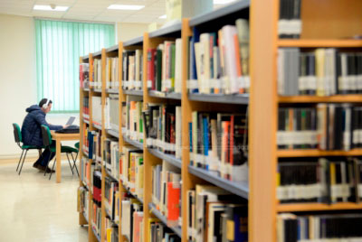 El Ayuntamiento quiere ampliar el horario de las bibliotecas de Fuente del Oro y Villa Román