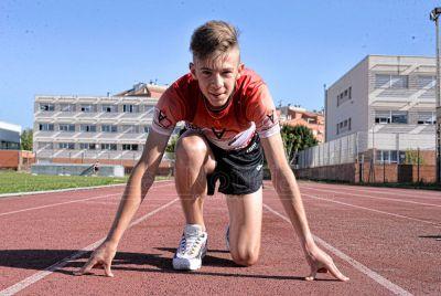 Manuel Caballero logra el mejor tiempo de la temporada en los 100m vallas sub16