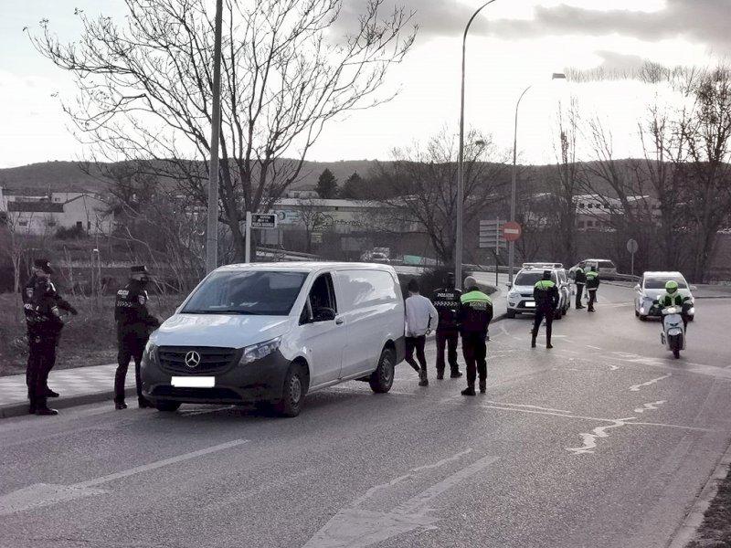 Imagen de un control de Policía Local y agentes de Movilidad en Cuenca. Foto: Ayto. Cuenca
