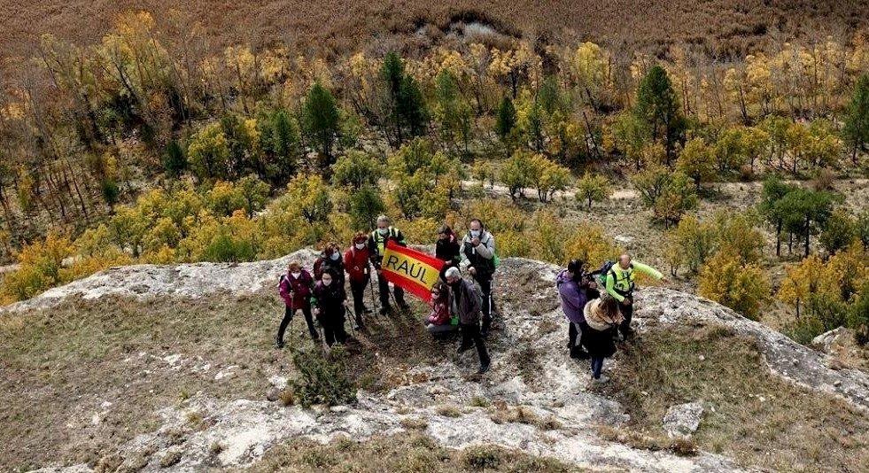 Una ruta senderista en homenaje a Raúl Cardo, víctima de la Covid