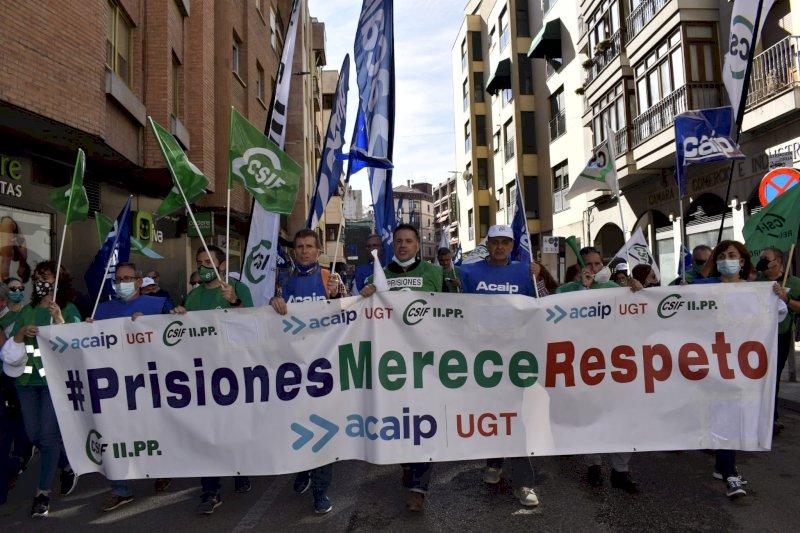 Funcionarios de Prisiones salen a la calle para exigir mejoras laborales