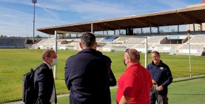Ayuntamiento y Conquense siguen de cerca la evolución del césped de La Fuensanta
