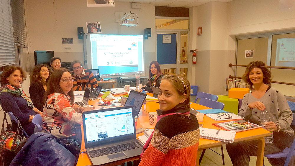 Dos profesores del colegio Santa Ana, en la primera reunión del proyecto Euroknitters