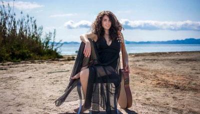 Lamosa abre sus puertas al folk-pop de la cantautora Amarela