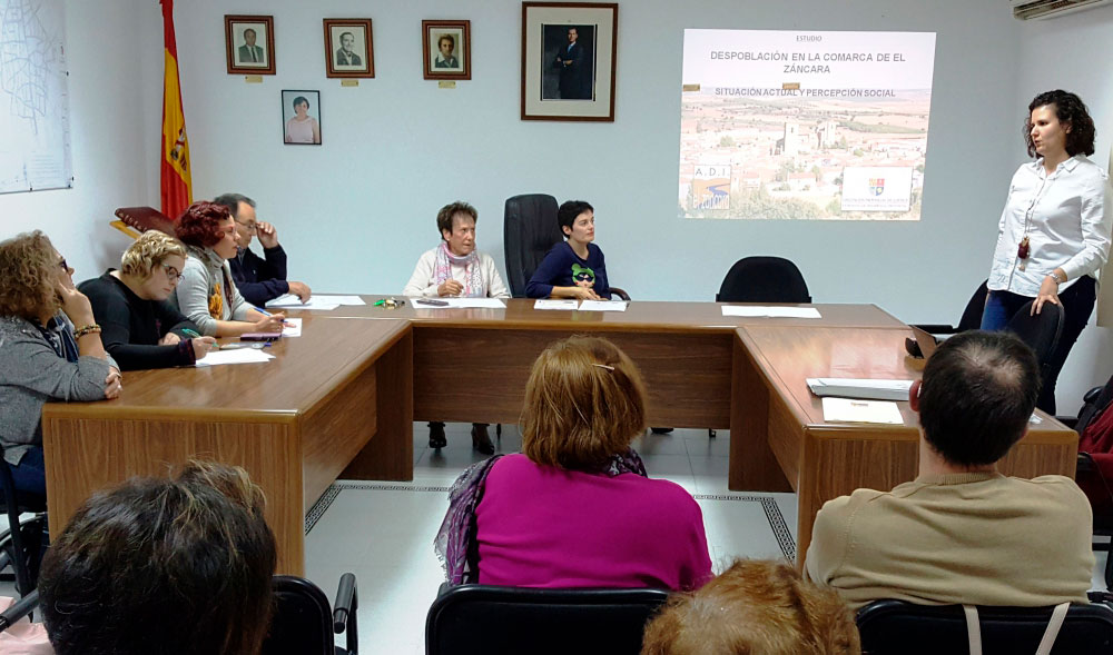 ADI 'El Záncara' realiza un estudio sobre la percepción social de la despoblación