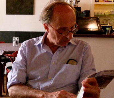 La poesía para náufragos resiste ocho años despúes