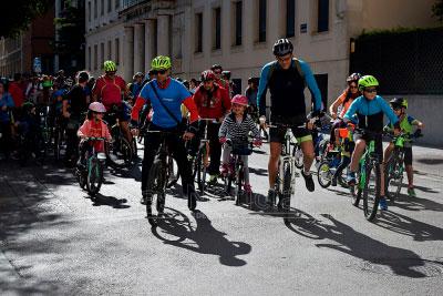 Urbicuenca pide más aparcamientos y el arreglo del carril bici de la Ronda Oeste