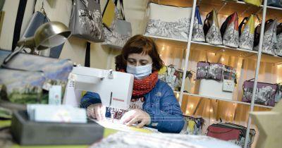 Los artesanos confían en que el mercado navideño ayude a salvar la campaña